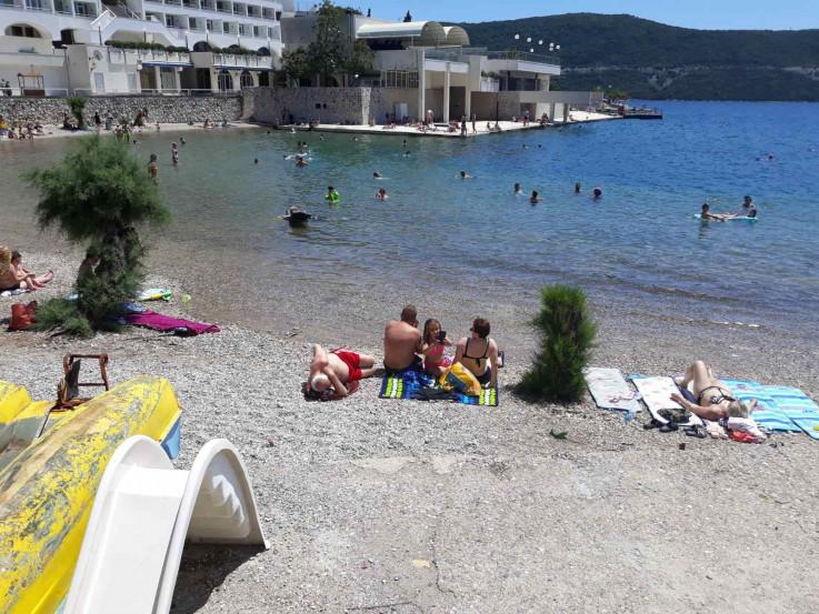 Malobrojni gosti uživali u sunčanju - Avaz, Dnevni avaz, avaz.ba