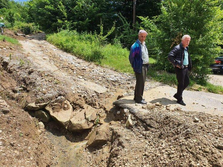 Bujični potoci prije tri dana odnijeli lokalne puteve - Avaz, Dnevni avaz, avaz.ba