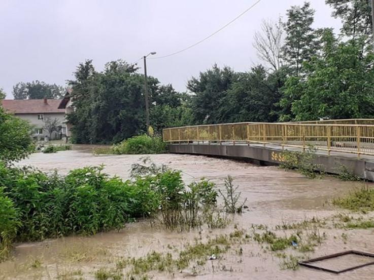 U Živinicama bujični potoci ugrožavaju određene objekte - Avaz, Dnevni avaz, avaz.ba