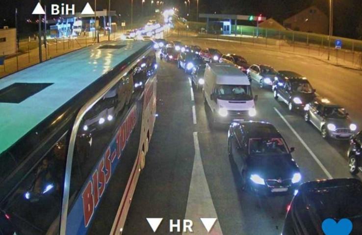 Ogromne kolone vide se na kamerama HAK-a - Avaz, Dnevni avaz, avaz.ba