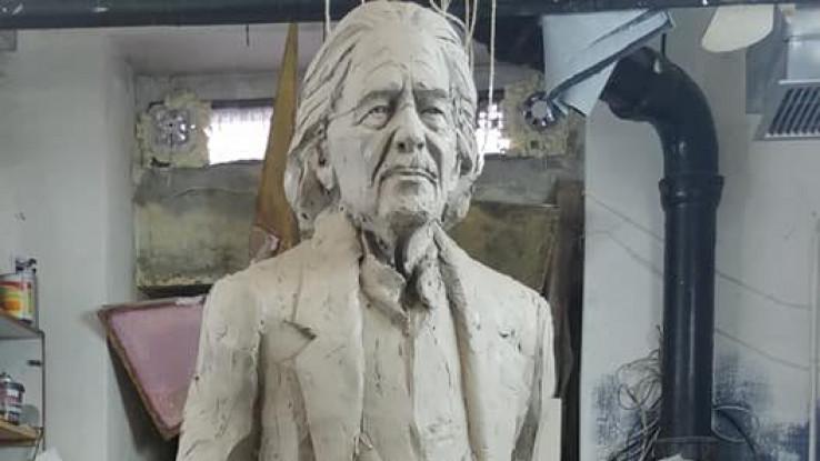 Skulptura Handkea u pripremi
