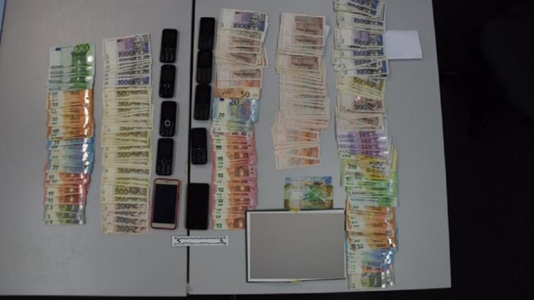 Zaplijenjeni mobiteli i novac