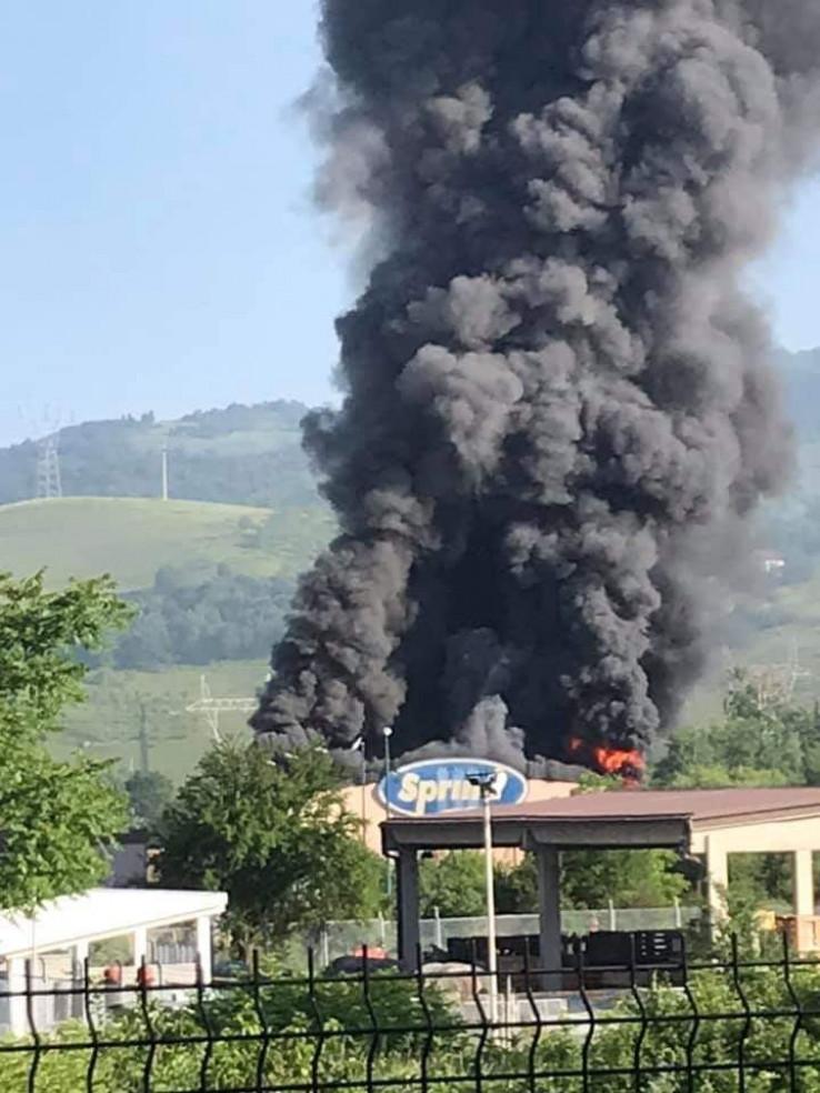 Požar izbio jutros - Avaz, Dnevni avaz, avaz.ba