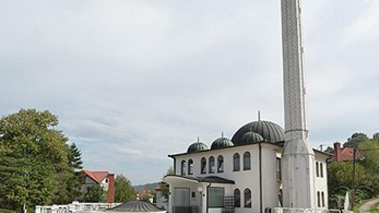 Beba ostavljena ispred ulaza džamije