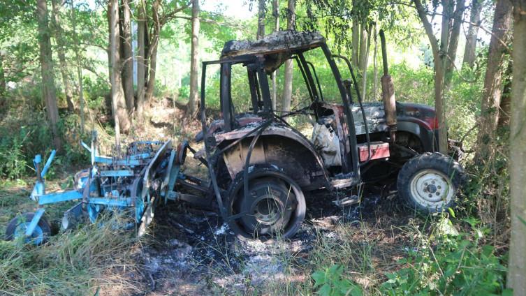Potpuno uništen traktor