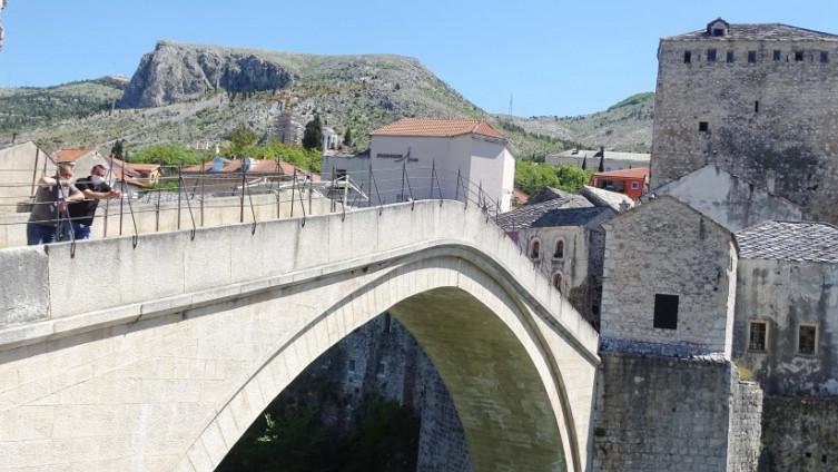 Stari most: Turizam na koljenima