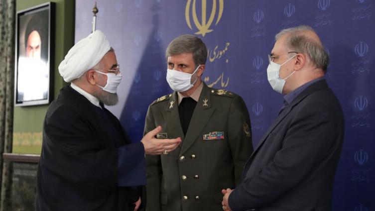 Rohani (lijevo) sa ministrom odbrane Amirom Hatamijem i ministrom zdravstva Saedom Namakijem