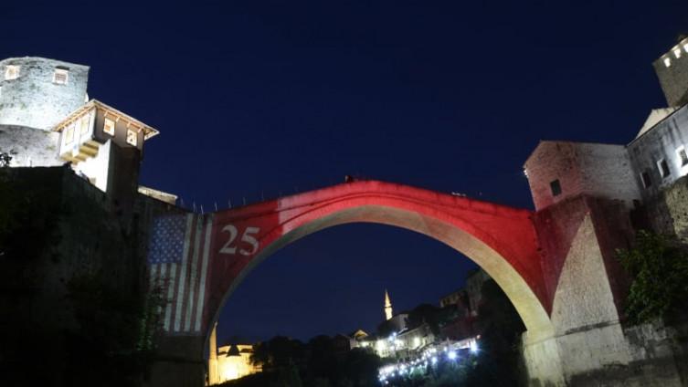 Stari most: Upućena jedinstvena čestitka