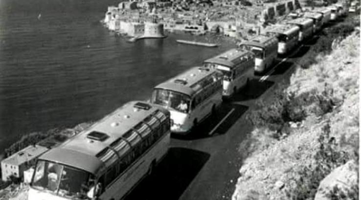 Kolona autobusa 1975. godine