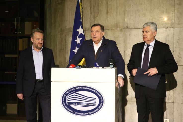 Izetbegović, Dodik i Čović: Ko će popustiti