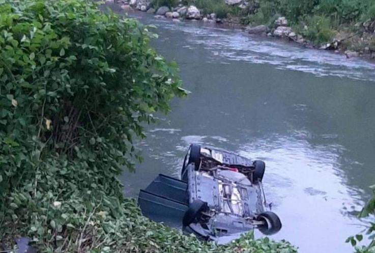Sletjeli vozilom u rijeku