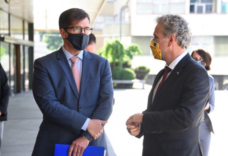 Nelson i Satler: Ohrabrili Parlament BiH