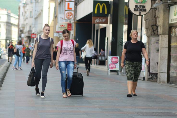 U Sarajevu sunčano vrijeme uz malu do umjerenu oblačnost