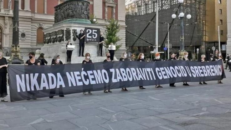 Žene u crnom se okupile na Trgu republike