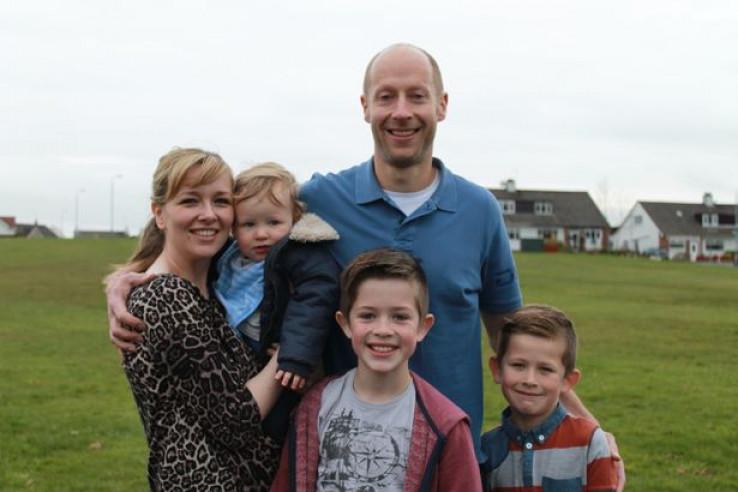 Robert sa suprugom i djecom