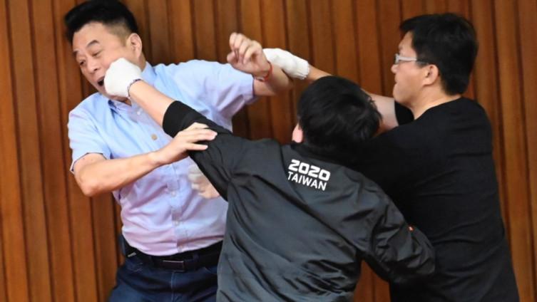 Poslanici vladajuće stranke napali opoziciju