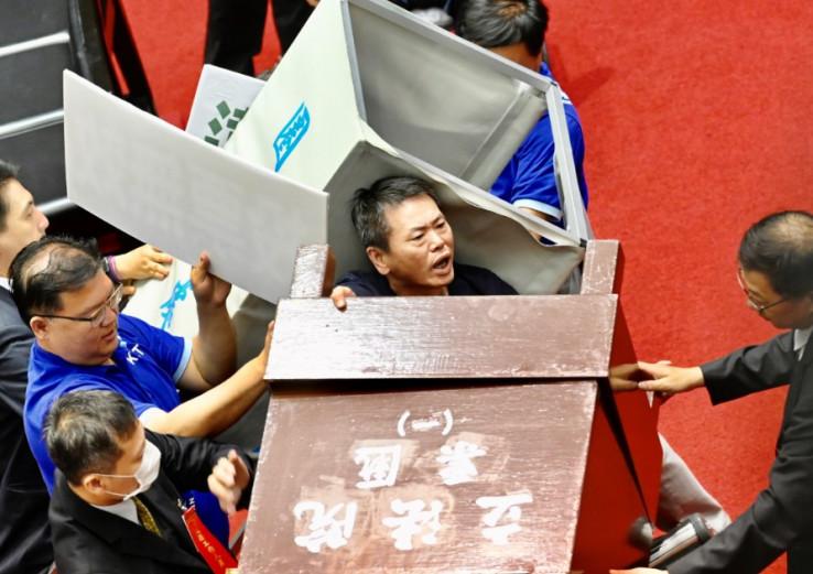 Bura u tajvanskom parlamentu