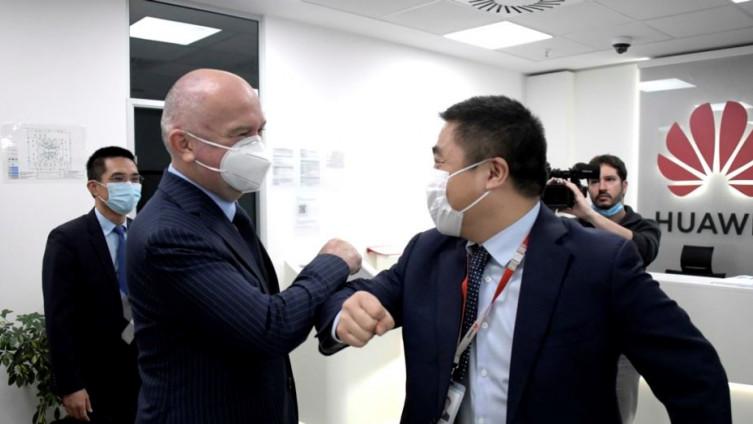 Ministar za tehnološki razvoj u Vladi Srbije Nenad Popović u posjeti inovacionom razvojnom centru kompanije Huawei u Beogradu