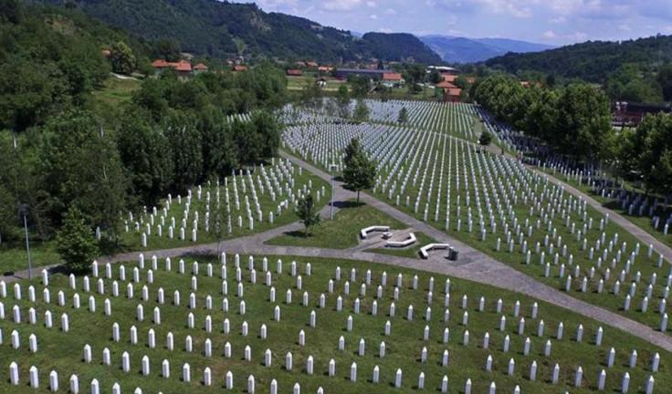 Odata počast žrtvama genocida u Srebrenici