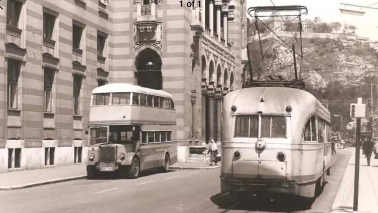 """Stara slika """"Londonca"""" u gradu"""