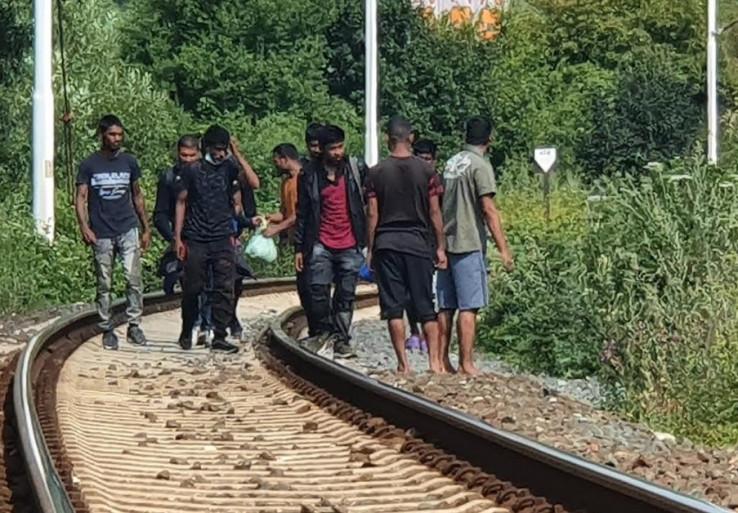 Migranti stalno prostižu - Avaz, Dnevni avaz, avaz.ba