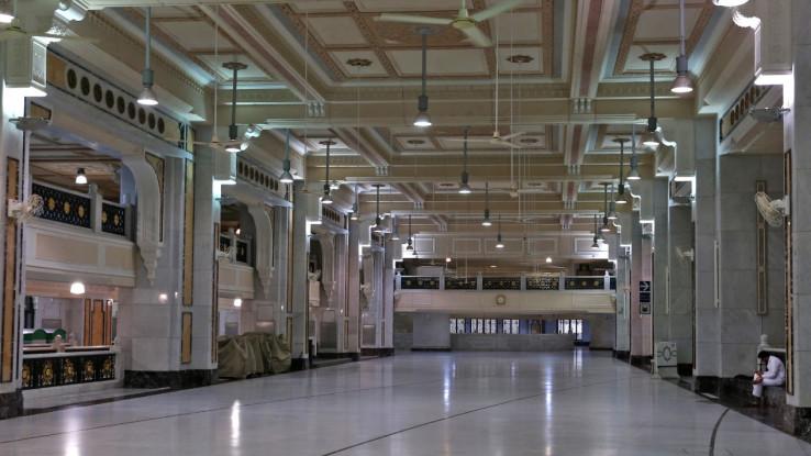 Unutrašnjost Velike džamije u Meki