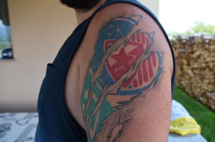 Ima tetoviran i Zvezdin grb