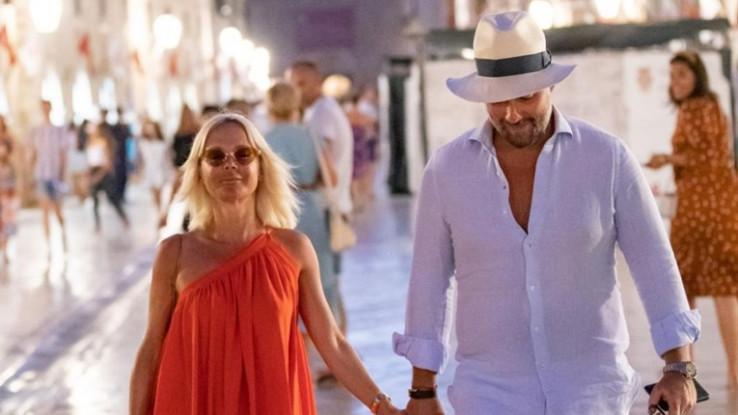 Maja sa suprugom u šetnji
