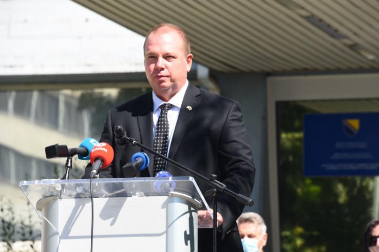 Viši savjetnik za borbu protiv korupcije i upravljanje kvalitetom KS Erik Larson