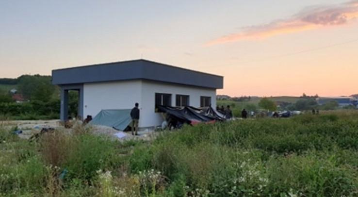"""Postavili šatore i """"uselili"""" i u prostor mjesne zajednice"""