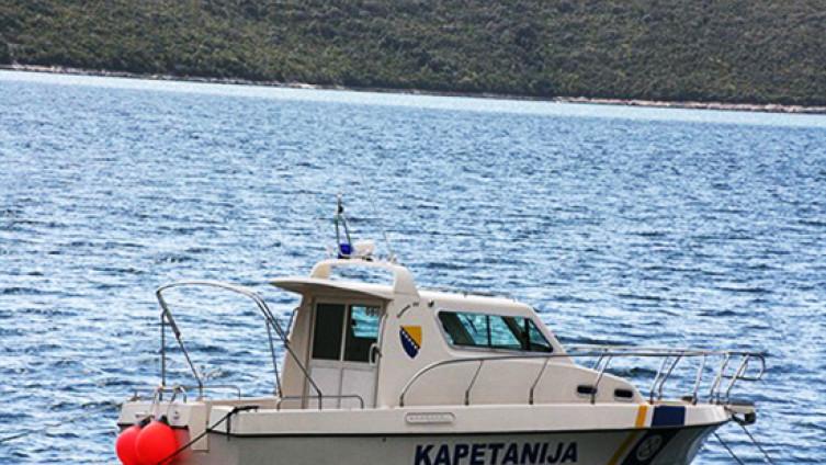 Unesrećeni su neozlijeđeni pronađeni u 22 sata skoro kilometar od obale
