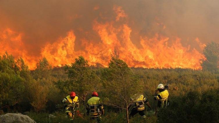 Požar na obali Francuske