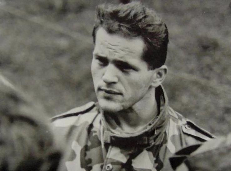 Izet Nanić rođen je 4. oktobra 1965. godine