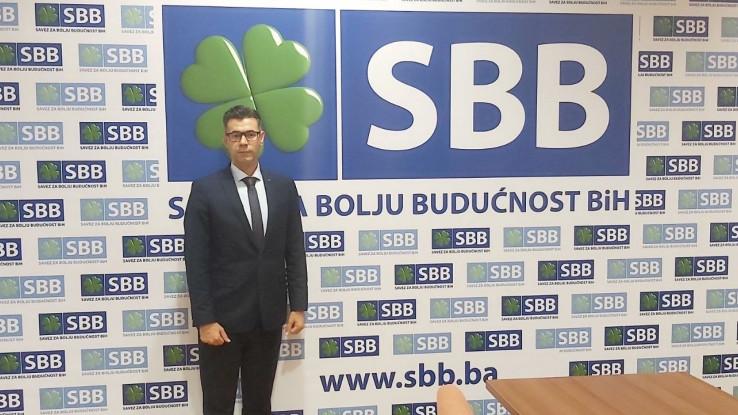 Anis Krivić diplomirao je i magistrirao na Pravnom fakultetu Univerziteta u Sarajevu