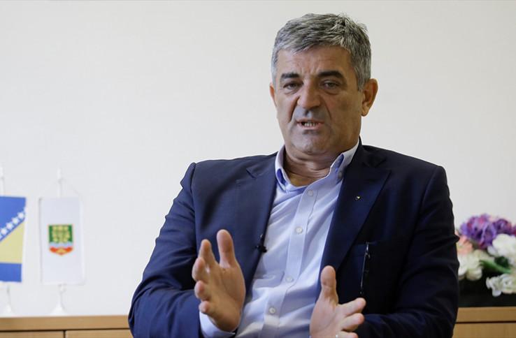Nečelnik Općine Centar Nedžad Ajnadžić odgovorio autori skulpture