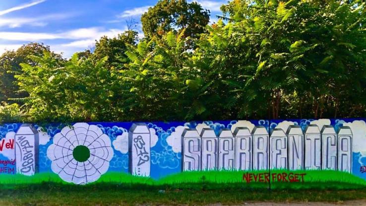 """Na grafitu manhajmskog džemata pisalo je """"Srebrenica Never Forget"""""""