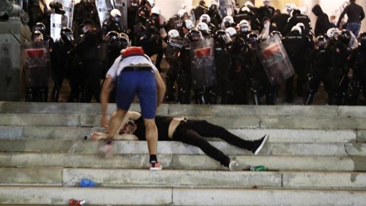 Povrijeđeni demonstrant na protestima u Srbiji