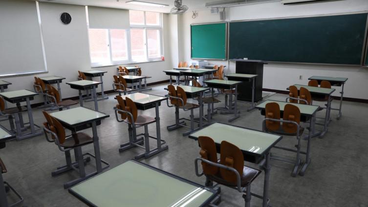 U utorak je objavljeno da se ova srednja škola privremeno zatvara, ali nadaju se kako će se nastava ponovno održavati od 31. avgusta