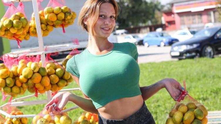 Kristina Mandarina: Proslavila se prodajući mandarine