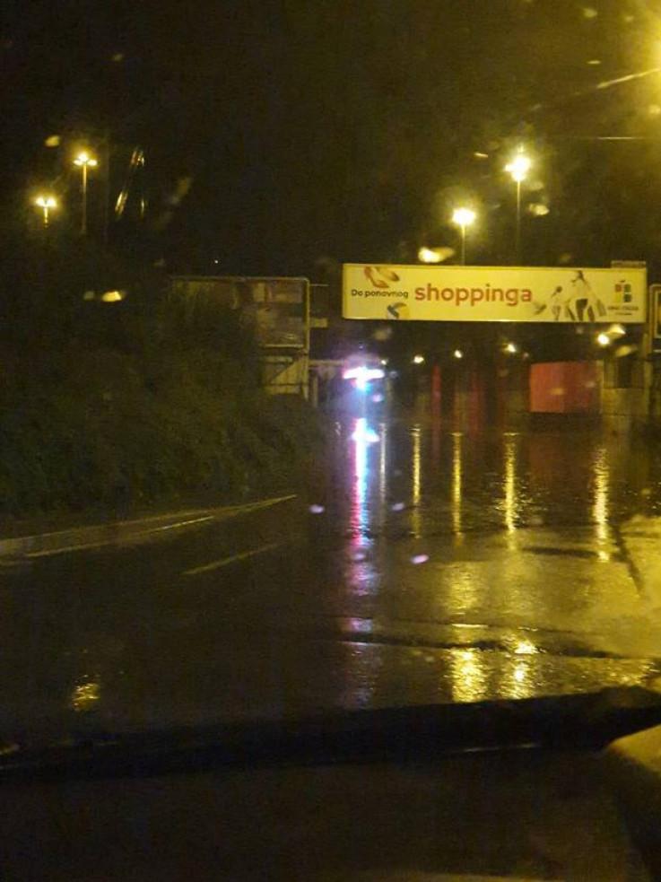 Zagreb zahvatilo olujno nevrijeme: Neki dijelovi grada ostali bez struje