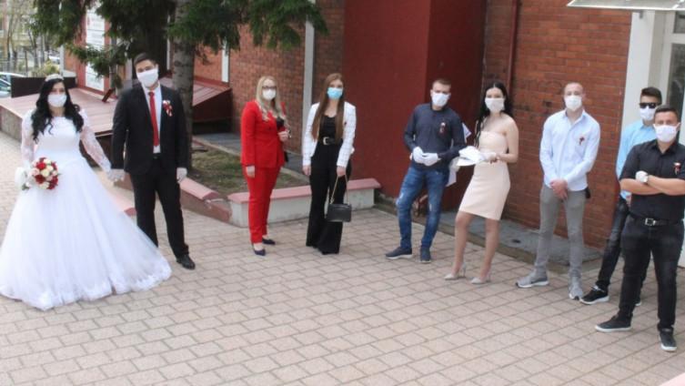 edno od vjenčanja u vrijeme pandemije u Gračanici: Uz zaštitne maske i mali broj ljudi