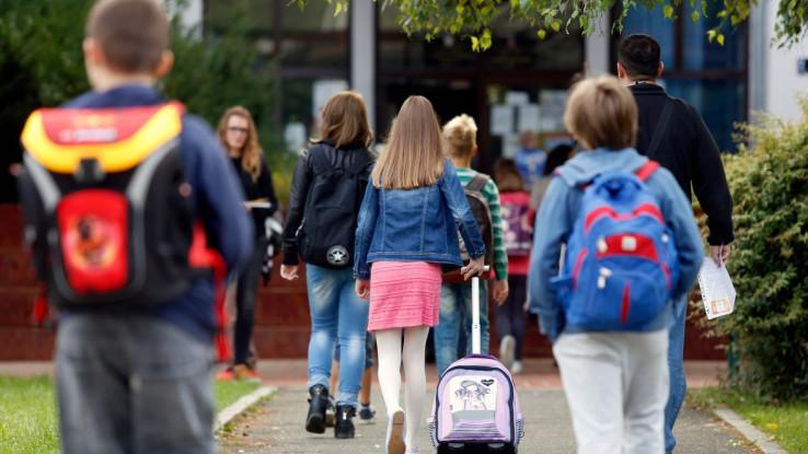 U svim razredima osnovne škole, uključujući i paralelne škole, osim učenika I razreda, nastavnici neće realizirati nove nastavne sadržaje