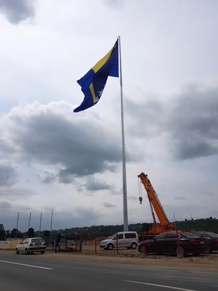Zastava je dimenzija 20X30 metara