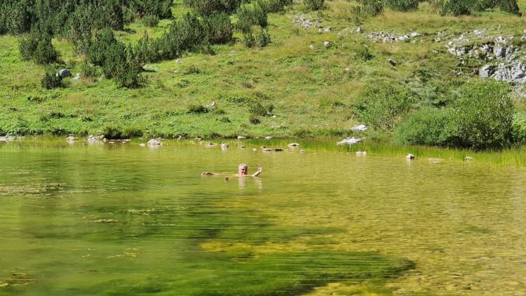 Satler se okupao u jezeru