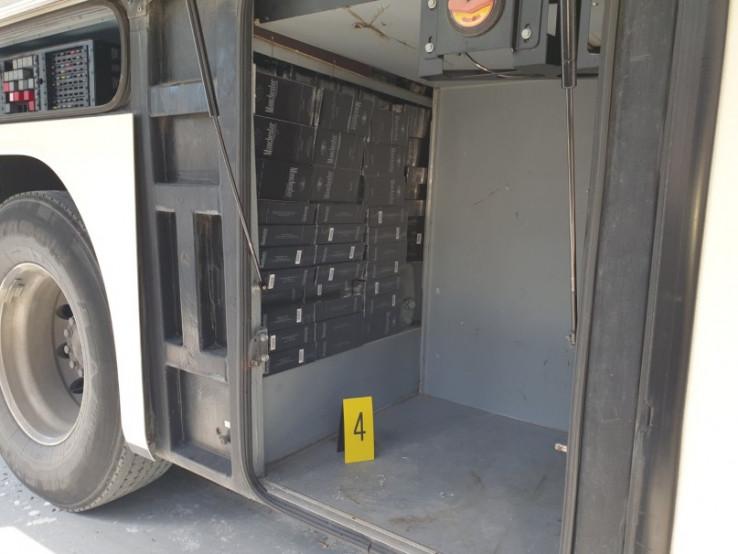 Cigarete sakrio u autobus