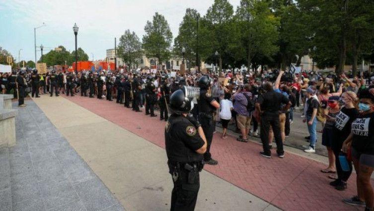 Tramp šalje saveznu policiju i nacionalnu gardu da smire demonstracije u Viskonsinu