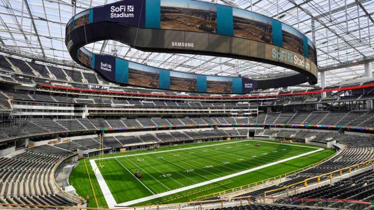 Ima kapacitet od 70.000 sjedećih mjesta