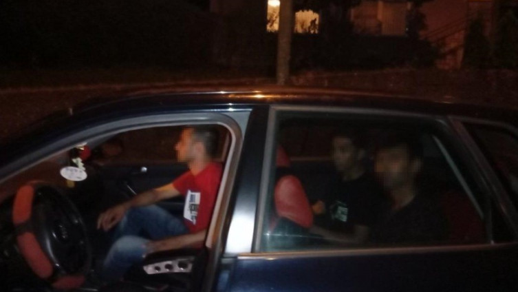 U vozilu krijumčario migrante