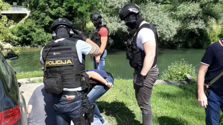 Policajci uhapsili dvije osobe
