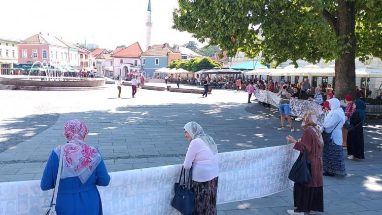 Mirno okupljanje majki iz Srebrenice